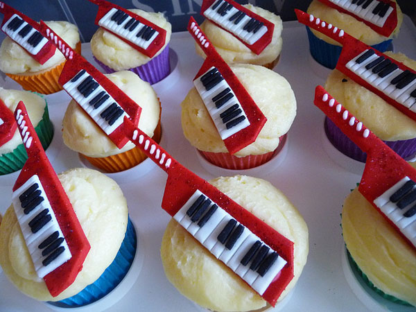 Keytar cupcakes